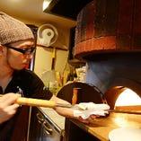 ラザニアや、ピッツァ、バーニャカウダなど焼き立て熱々をお愉しみ頂けます