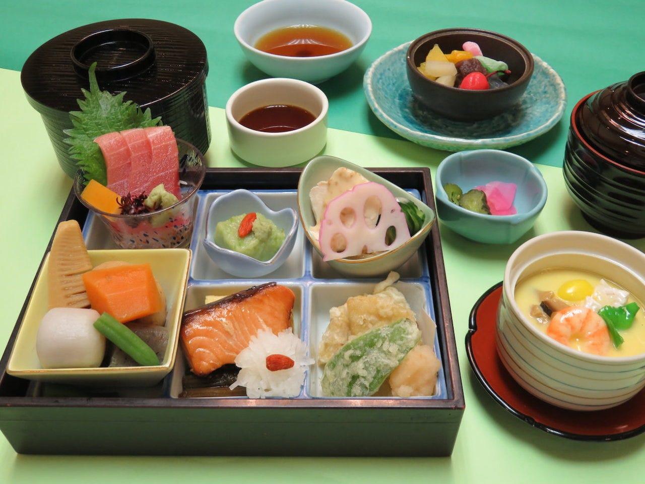 初夏の彩膳 1,580円(税込)