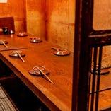 個室、半個室、屋外にはテラス席も テーブル席ではしっかりと間隔を空けてご案内