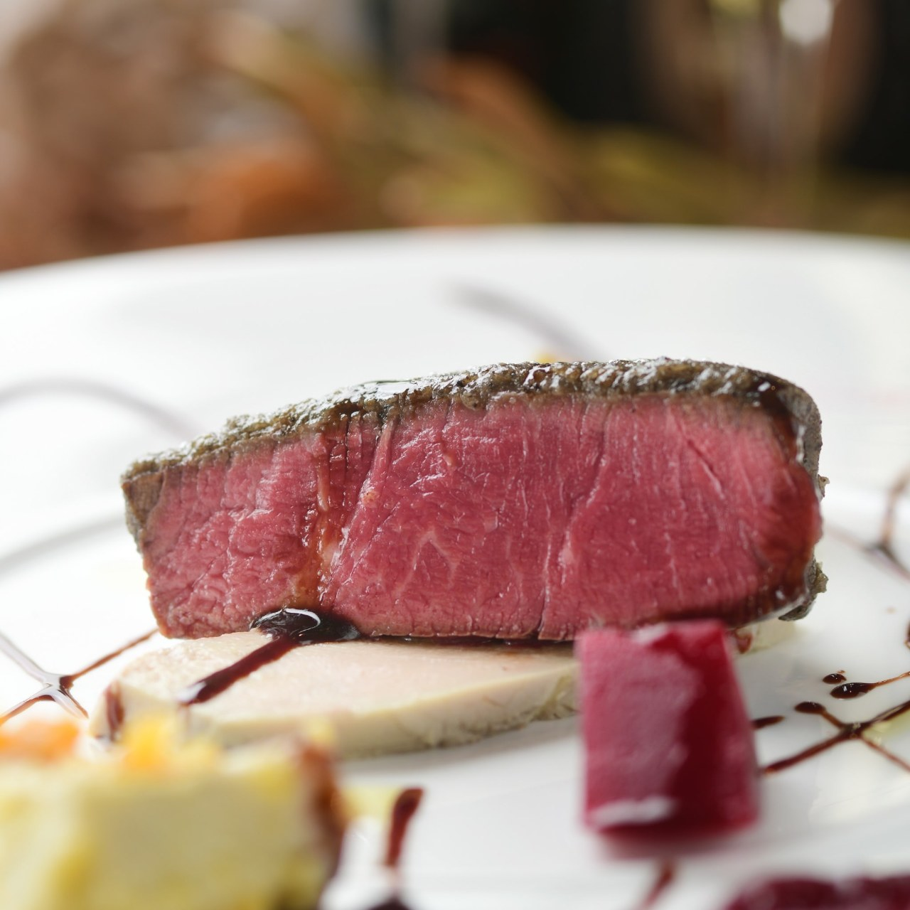 通称肉ビル1F!肉の火入れと素材選びは絶対的な自信◎