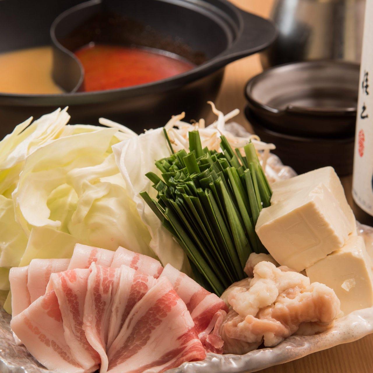 定番お出汁4種に期間限定のお出汁2種から選べるお鍋!