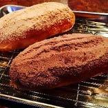 給食でお馴染み懐かしの揚げパン!ココア味orきな粉味の2種類から選べます。
