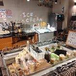 サラダ・アイスクリームはビュッフェコーナーでお好きなだけ♪