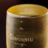 [山盛りスパークリングワイン] お得!!表面張力の限界まで注いでご提供