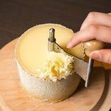 花びらのようにチーズを削ります