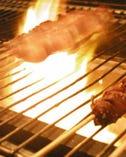 紀州備長炭で焼くやきとんは 熱々ジューシーでたまりません!