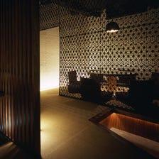 粋でモダン、光と影が織りなす隠れ家