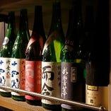 旬の地酒や十四代など、プレミアムな日本酒も取り揃えています。