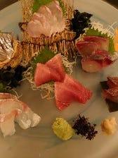 毎日豊洲から仕入れる旬の鮮魚