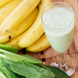有機野菜と収穫後農薬不使用バナナを使った人気のスムージー♪