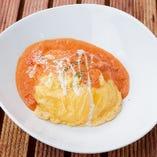 熟成トマトクリームソース仕立てのふわとろオムライス