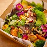 【サラダBOX】黒毛和牛自家製ローストビーフ(南仏べ塩仕込)&自家農園サラダ