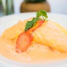 【ランチ限定】オマール海老の特製半熟オムライスやローストビーフ丼など豊富なランチメニュー