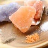 ミネラルが多く旨味が増す岩塩など世界の塩20種類以上!