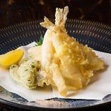 『きすの天ぷら』は、素材本来の味を堪能できるよう塩で召し上がれ!