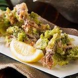 食感も楽しい『ホタルイカとあおさの天ぷら』