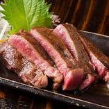大きめにカットした『牛タンの塩焼き』は食べ応え充分!