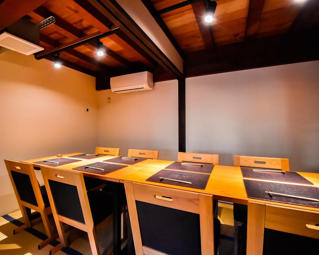 テーブル席・完全個室(壁・扉あり)・4名様~20名様