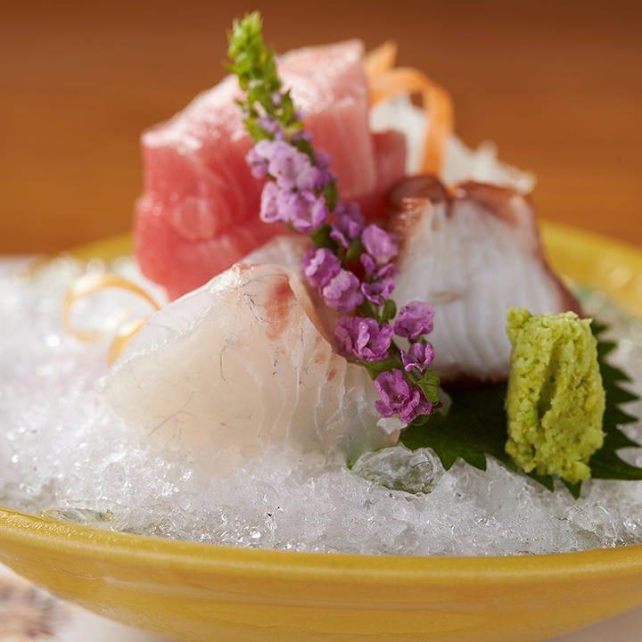 沖縄や九州で水揚げされた鮮魚を刺身にしてお出ししております