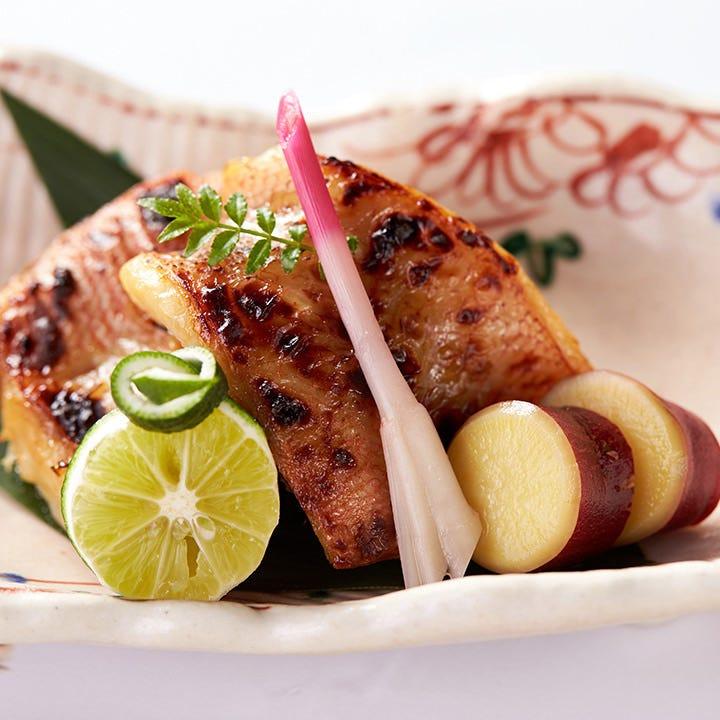 北海道産の上質なキンキを西京焼や煮付でお召し上がりください
