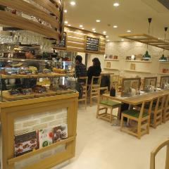 TRATTORIA BASIL (トラットリアバジル)関内馬車道店