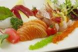 <お造り ILOHA盛>季節の鮮魚を盛り合せたおすすめの一品♪