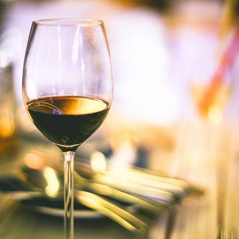 ソムリエ監修の自慢のワインで焼肉を