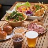 開放的なテラスで特製バーガーを満喫できる!この夏イチオシのビアガーデンプランもございます♪