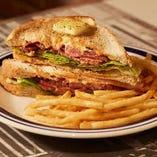 「メープルバターB.L.T. サンドウィッチ」はバーガーに並ぶ人気メニュー
