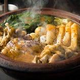 新鮮なもつ鍋(醤油・味噌)や名代カレー鍋など 絶品鍋揃い