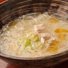 〆には鶏だし素麺が大人気!