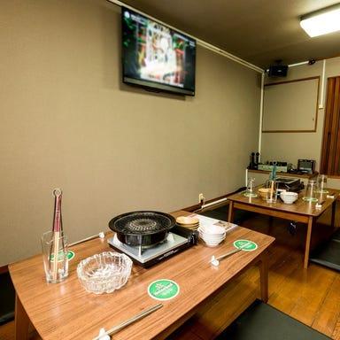 レトロ肉バル 炙りやん 横須賀中央 店内の画像