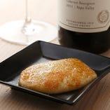 燻製モッツアレラ「スカモルツァ」は赤ワインと相性抜群