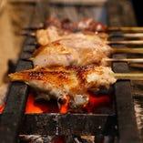 熟練職人が備長炭で最もおいしい状態に焼き上げる串焼きをぜひ