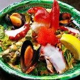 女性に人気の海鮮サラダ