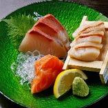 北海道から届くホタテやホッケ、兵庫県内の漁港で獲れるカキなど、新鮮魚介はお造りでもご提供。