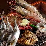 それぞれの旨みをダイレクトに味わえる素焼きや、料理人の腕が光る創作も、炉端焼きは様々にお楽しみいただけます。