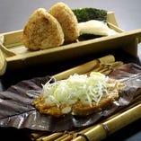 朴葉味噌と一緒に食べる「焼きおにぎり」