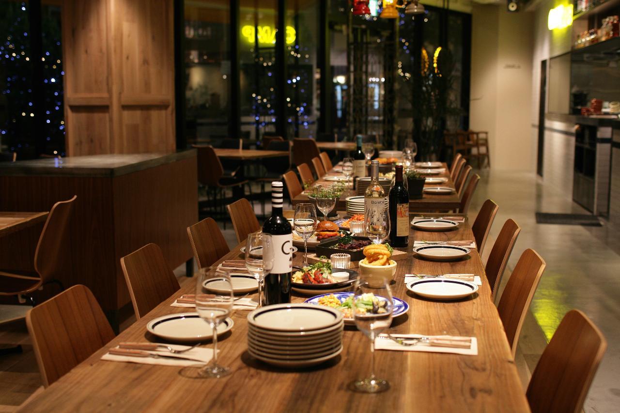 立食、着席、人数、ご用途に合わせてレイアウト変更致します!