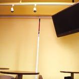 【TVモニター】各種番組、ケーブルTV、DVDなどの映像を流すことができます。