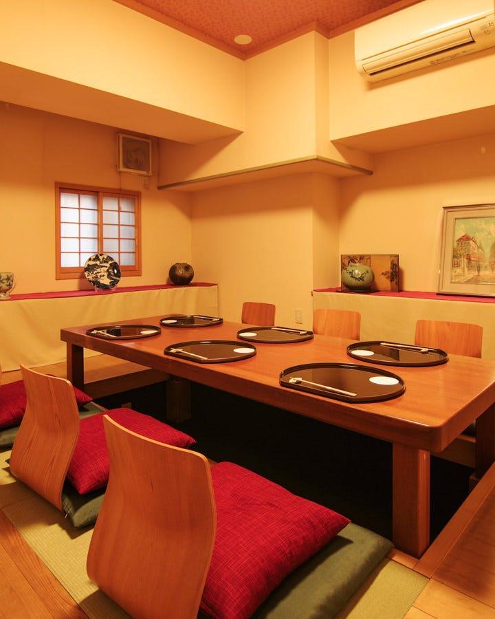 接待会食に最適な完全座敷個室を完備