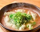 滋味深い味わいの「炊き餃子」。今や博多の人気グルメだ
