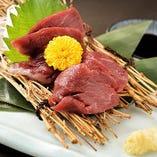 九州醤油で食べる馬刺し(赤身)
