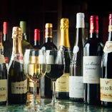 世界各国から選び抜いたワイン。お好みの一本を見つけてください