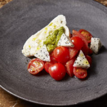 ブラータチーズのカプレーゼ マルドンソルトとイタリアのオリーブオイルで