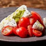 ブラータチーズのカプレーゼ マルドンソルトとイタリア産オリーブオイル