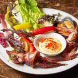 魚介と季節野菜の炭火焼き ふわふわのアイオリソース