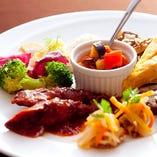 前菜盛合せ フリッタータ、ヤリイカのトマト煮込みなど・・・