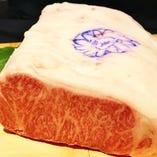 神戸ビーフサーロイン 言わずと知れた日本三大和牛の一つ。濃厚旨味の最高峰神戸ビーフ。世界で最も高級な牛肉として評価をうけています。県内で唯一の正規販売店ですのでご安心してお楽しみください