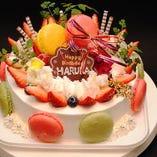 ケーキのお持ち込みは無料です。事前にご連絡頂ければお店で保管してサプライズでお出しします